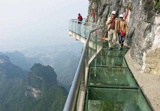 Tianmen Skywalk Tourists