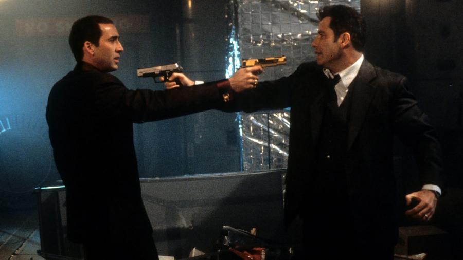 """Nicholas Cage e John Travolta duelam em """"A Outra Face"""", filme de 1997. Mais ou menos como """"Saúde"""" e """"Economia"""" nos discursos do Brasil polarizado de hoje. O spoiler que dá pra adiantar? Todos perdem."""
