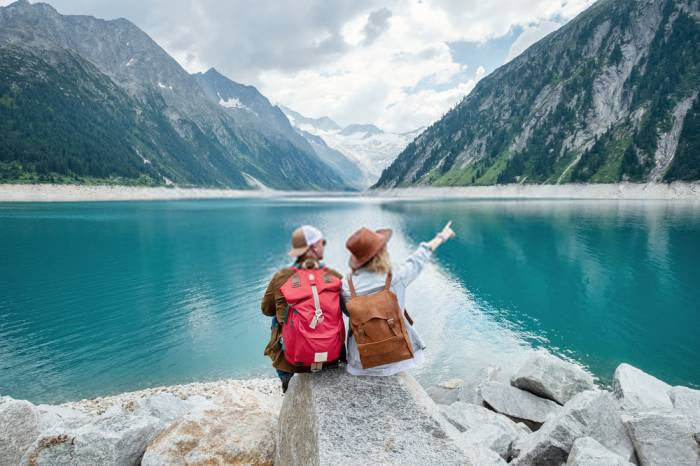 Top 5 Backpack Items To Pack When Going On A Short Tour