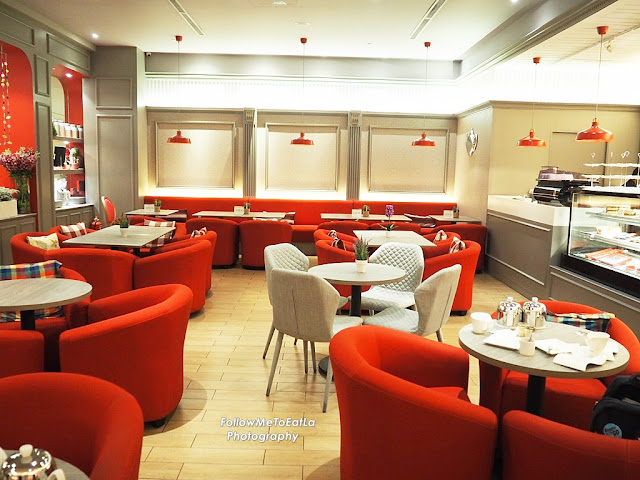 Contrasting Red & White Decor For The Interior