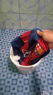 https://www.iko.web.id/2018/10/inilah-cara-mencuci-jersey-bola-yang.html