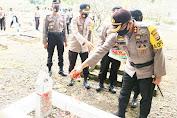Peringati Hari Bhayangkara, Kapolres Pinrang Pimpin Ziarah di Taman Makam Pahlawan Palia