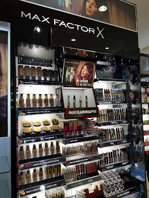 Max Factor display in Panama - www.modenmakeup.com