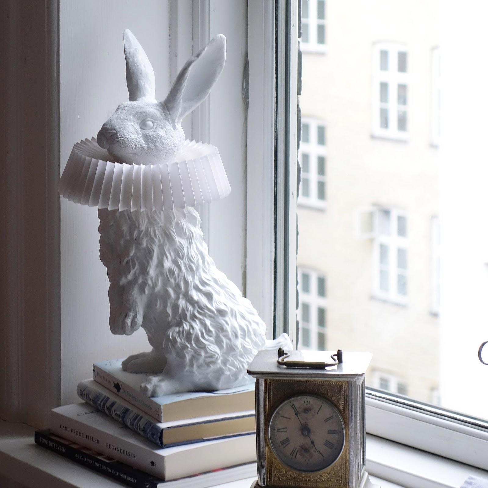 Lampa w postaci zająca
