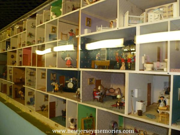 La Peep Doll House