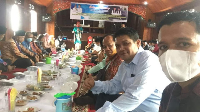 Makan bajamba di acara Penyusunan Grand Design Pemajuan Kebudayaan Nagari Koto Gadang Koto Anau, Sabtu 3 April 2021. (Dok. Istimewa)