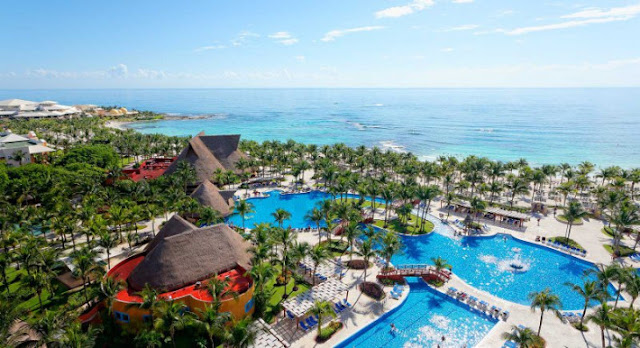 Barceló Maya Tropical hotel, a luxury resort that offers an exclusive all-inclusive experience is located in Playa del Carmen, one of the world's most impressive beaches, with its white sand and turquoise, crystal-clear water.