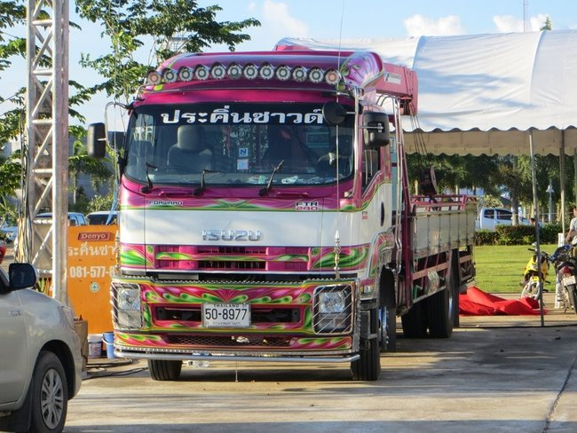 Красивый тюнингованный грузовик в таиланде