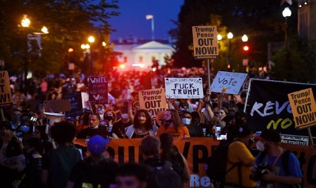 Manifestantes llegan a la Casa Blanca a minutos de que Trump acepte nominación