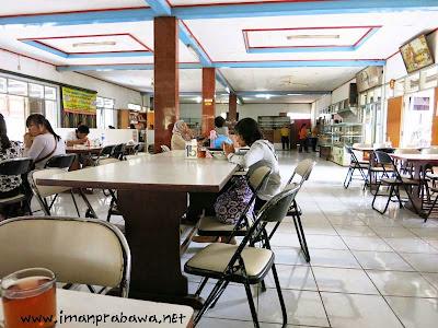 Suasana Rumah Makan Alam Sari