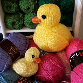 Rubber duck knitting pattern Nicky Fijalkowska