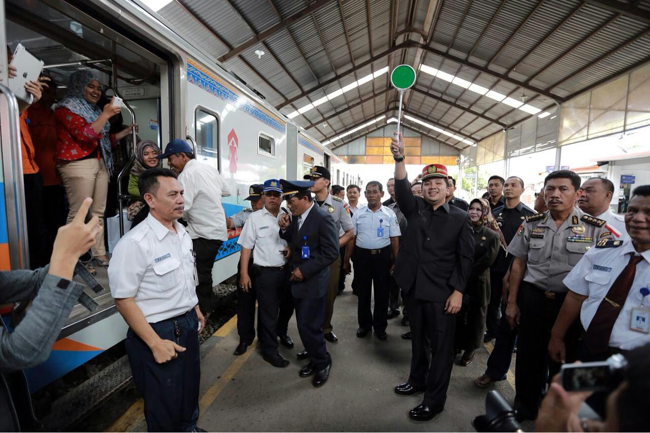 Ridho-Bachtiar Berhasil Kembangkan Transportasi Massal Kereta Api