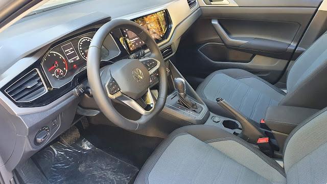 Volkswagen Nivus Comfortline - espaço interno dianteiro