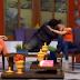 Momento en que conductor de TV quiso besar a su compañera a la fuerza | VIDEO