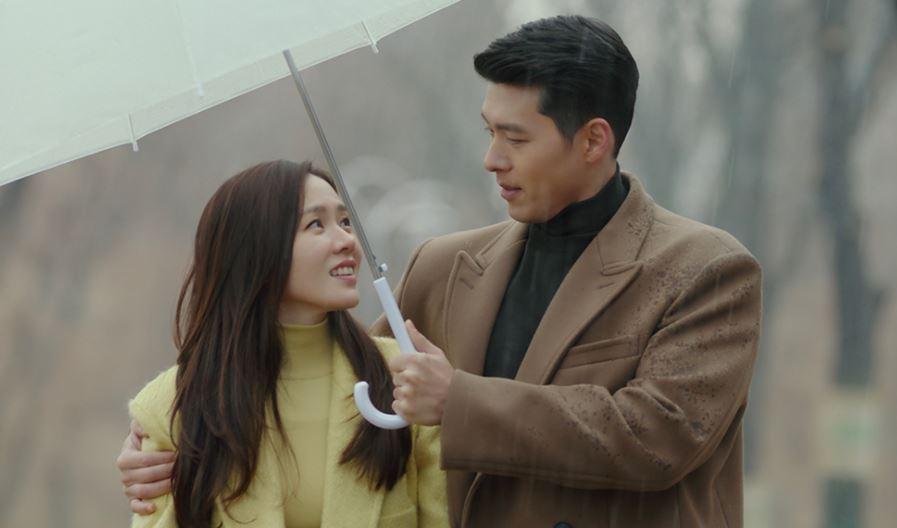 """""""Crash Landing On You"""" stars Hyun Bin and Son Ye-jin"""