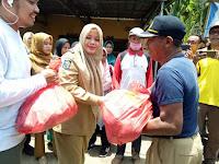 <b>Bupati Bima Bantu Korban Banjir Dompu</b>