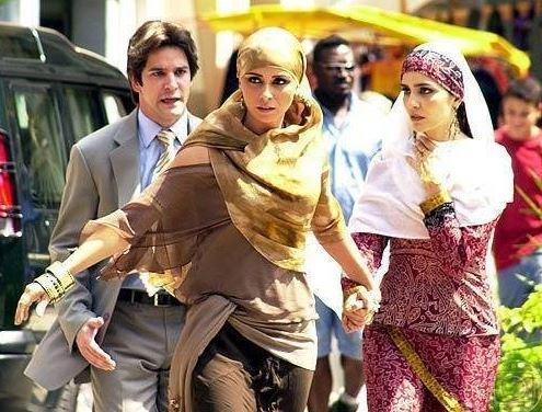 Cena Jade e Latifa com Lucas na rua