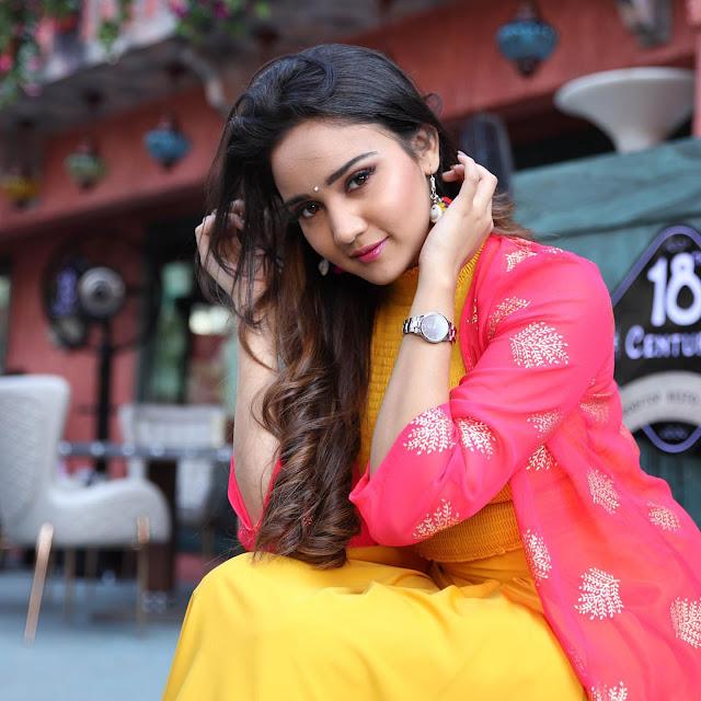 Ashi singh Photos