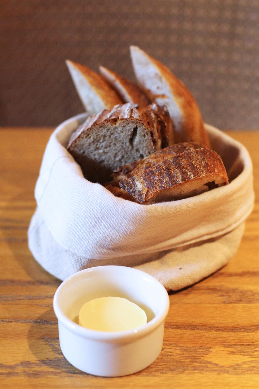 Fresh bread at Rozbrat 20 Restaurant, Warsaw - travel & lifestyle blog
