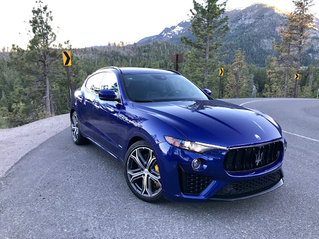 Front 3/4 view of 2019 Maserati Levante S GranSport
