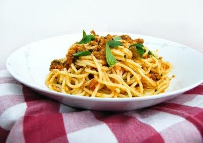 Spaghetti con Pesto alla Siciliana - spaghetti tossed in tomato pesto sauce