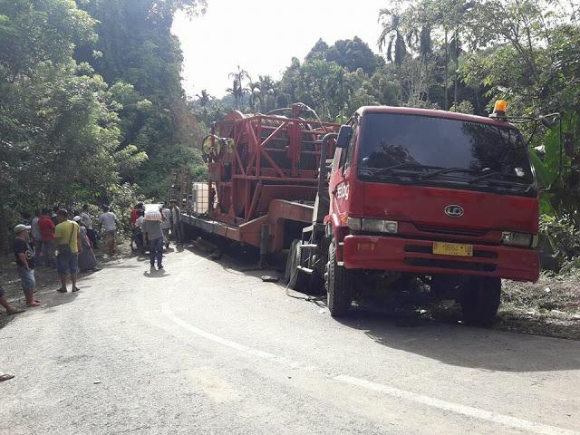 Mobil fuso bermuatan 65 ton terperosok di jalan kerinci-bangko