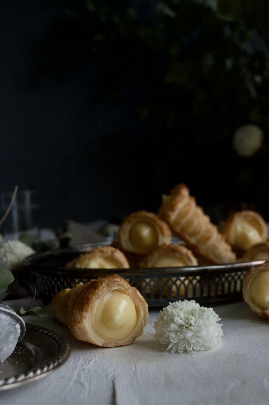 canutillos-de-hojaldre-rellenos-de-crema-pastelera