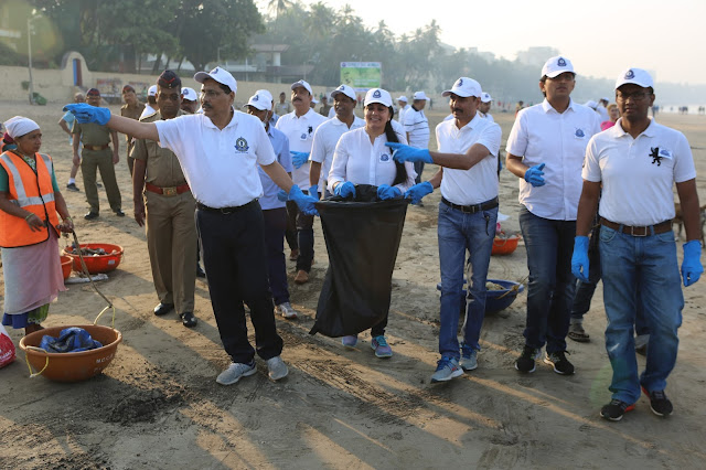 "Mumbai Service Tax Zone organized ""Cleanliness Drive"" to clean the Juhu Beach ""Swachh Bharat Abhiyan"""