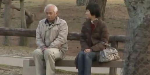 """Pria Ini Tak Berbicara dengan Istrinya Selama 20 Tahun Karena """"Ngambek"""""""