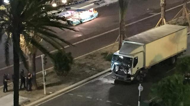 Δείτε βίντεο: Η πορεία του φορτηγού που σκόρπισε το θάνατο στη Νίκαια