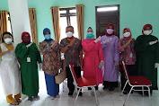 Bupati bersama Ketua PKK Kubu Raya Tinjau pelaksanaan Vaksinasi di Kantor Desa Sungai Raya dan Aula Kantor Camat Sungai Ambawang