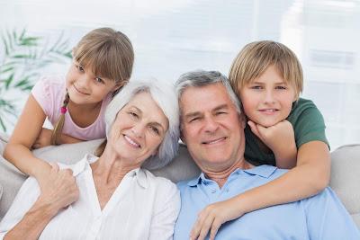 ميل الطفل أكثر إلى أقارب أحد والديه .. مسؤولية من ؟