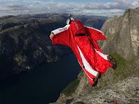 Inggris Memecahkan Rekor Dunia, Wingsuit Jumps