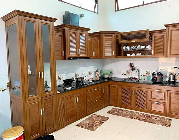 Mẫu tủ bếp nhôm vân gỗ