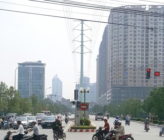 Trục đường Lê Văn Lương kéo dài trở thành đô thị hiện đại, sầm uất tập trung hàng loạt chung cư cao tầng, tòa nhà văn phòng cao cấp.