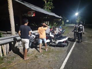 Satuan Sabhara Melaksanakan Patroli Malam Di Pemukiman Masyarakat Kota Enrekang