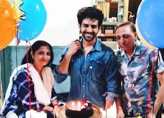 Kartik Aaryan With His Parents