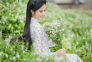 Hoa hậu Ngọc Hân đẹp mơ màng với áo dài bên cúc hoạ mi