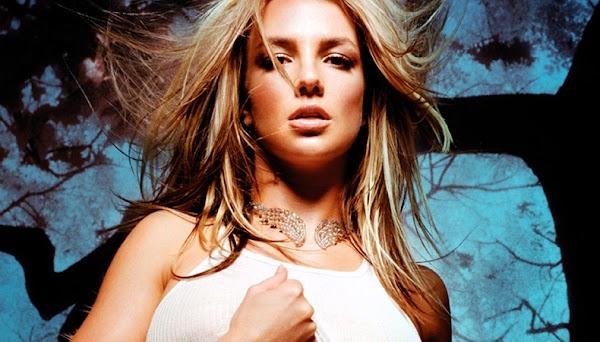 """Ouça """"Instant Dejavu"""": Faixa descartada do """"In The Zone"""" de 2003 de Britney Spears!"""