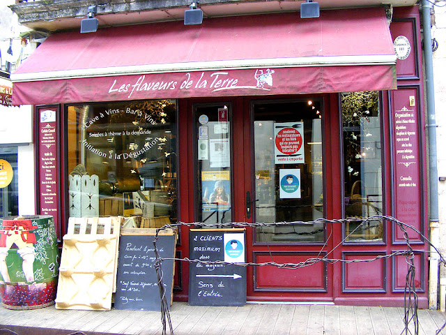 Wine boutique, Loches, Indre et Loire, France. Photo by Loire Valley Time Travel.