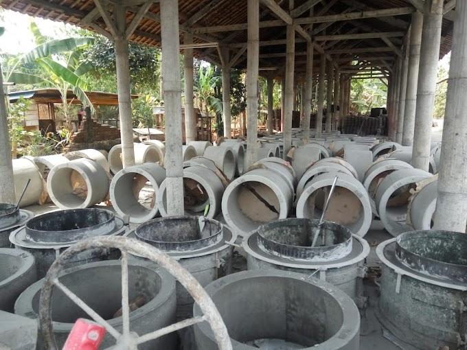 Tempat Usaha Pembuatan Gorong-gorong di Kec. Luragung Dikeluhkan Warga, Diduga Belum Memiliki Izin