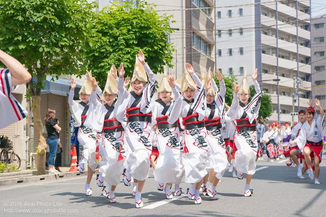 マロニエ祭りで浅草雷連の女踊りの踊り手達を撮影した写真 その3