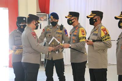 Penghargaan untuk Polisi berprestasi dari Kapolda