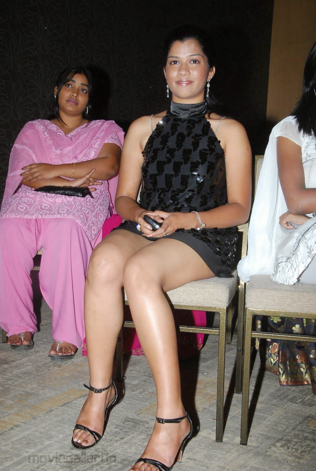 bollywood actress hot thighs images