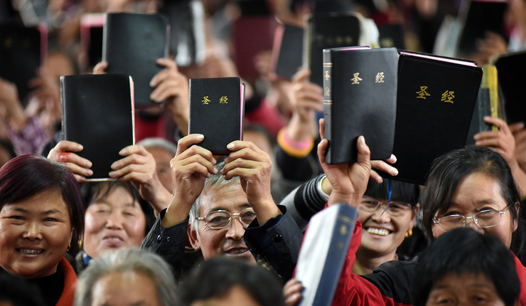 Chinos reciben Biblias