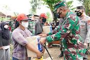 PPKM Mikro dan HUT ke-76 RI, Korem 143/HO Bagikan Bansos ke Masyarakat