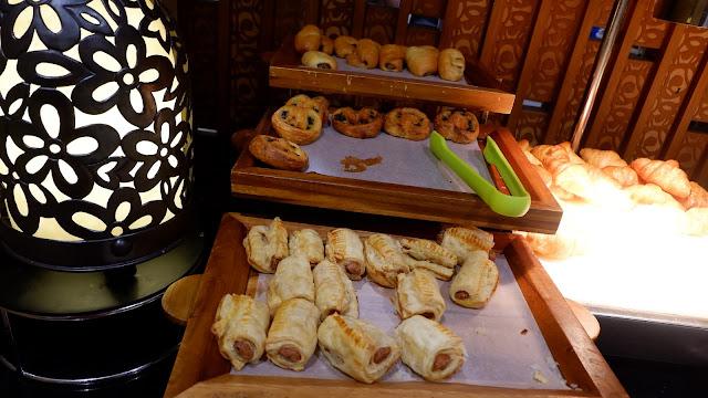 aneka roti untuk sarapan di hotel