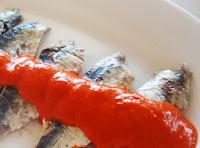 Sardinas confitadas con salsa de pimientos