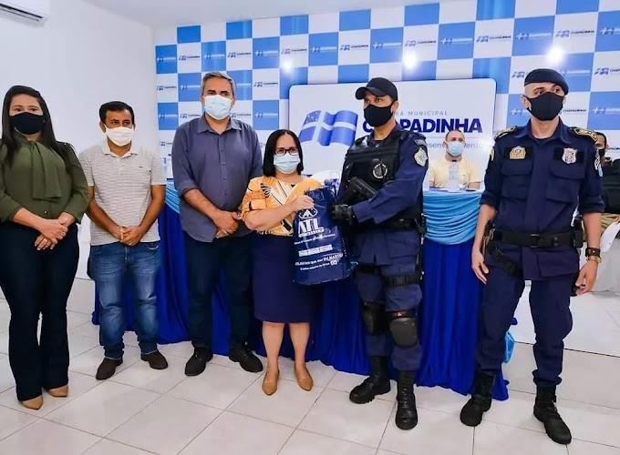 Prefeita Belezinha, entrega novos uniformes aos Guardas Civis Municipais e Agentes de Trânsito de Chapadinha.