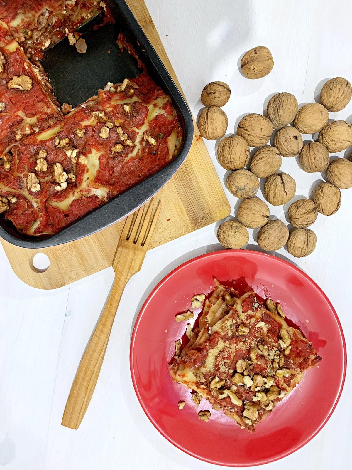 Wegańska lasagne z orzechami